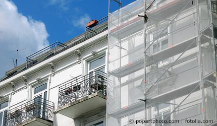Das Dach Ist Undicht Die Tapete Ist Feucht Wer Zahlt