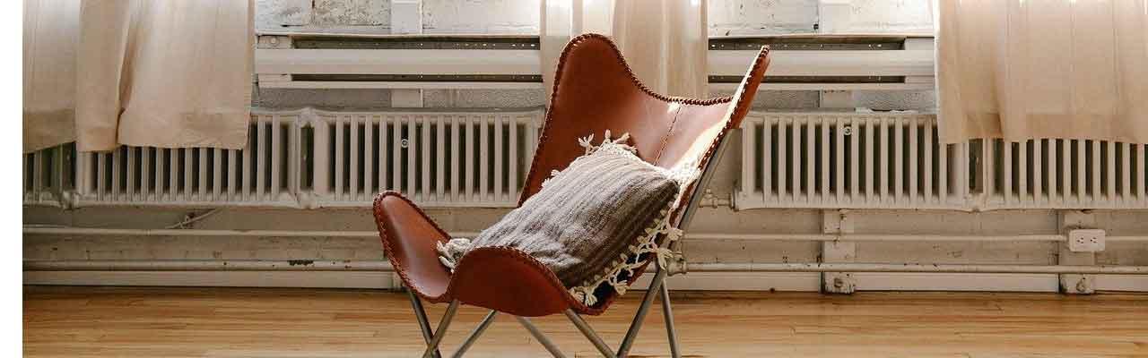 Stuhl vor Heizkörpern
